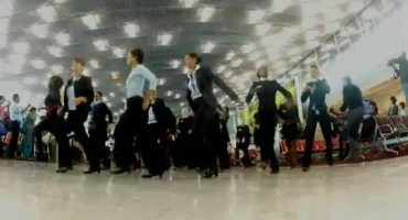 Flash Mob d'Air France : le personnel surprend les vacanciers