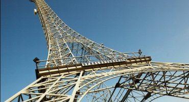 Visitez la Tour Eiffel de Parizh!