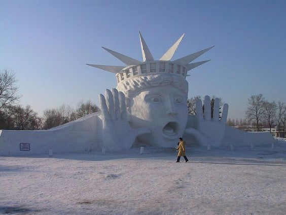 sculpture de neige statue de la liberté