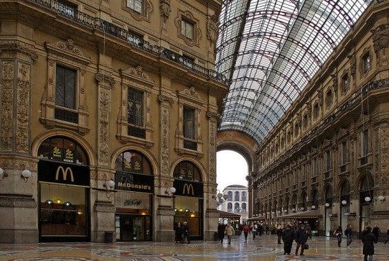 El McDonald's galería de arte - Galeria Vittoria Emanuele, Milán, Italia