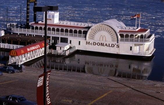 El McDonald's barco, Saint Louis, Mississippi
