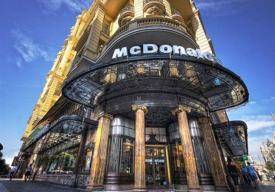El McDonald's de oro - Gran Vía, Madrid, España