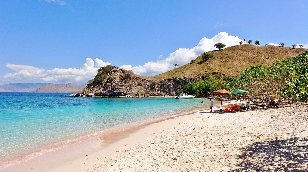 pink beach Komodo eDreams