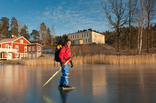 pêche sur un lac gelé laponie