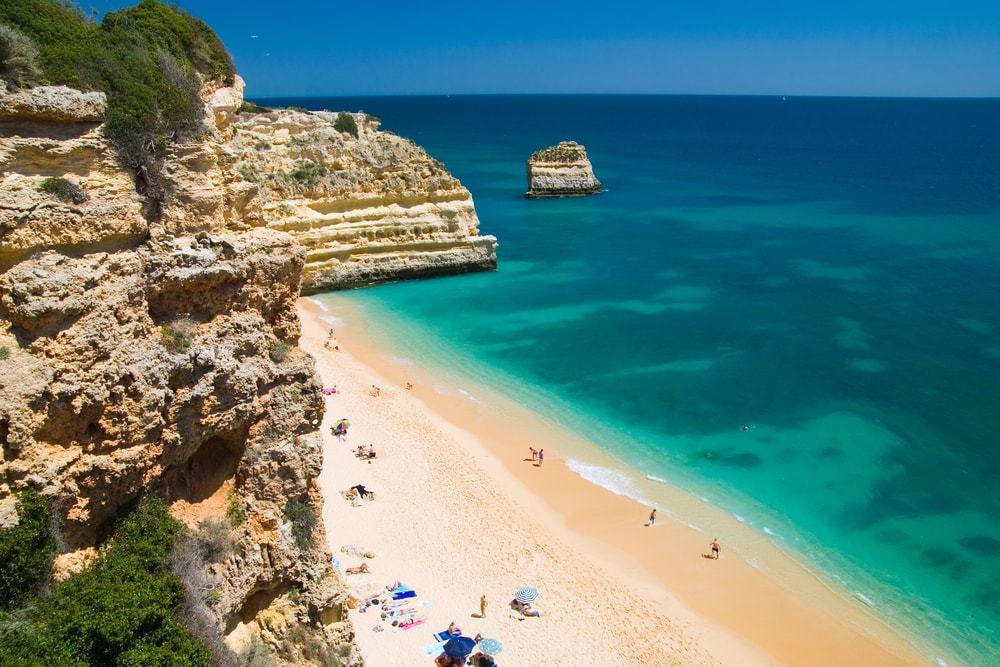 spiaggia marinha spiagge più belle d'europa edreams blog di viaggi