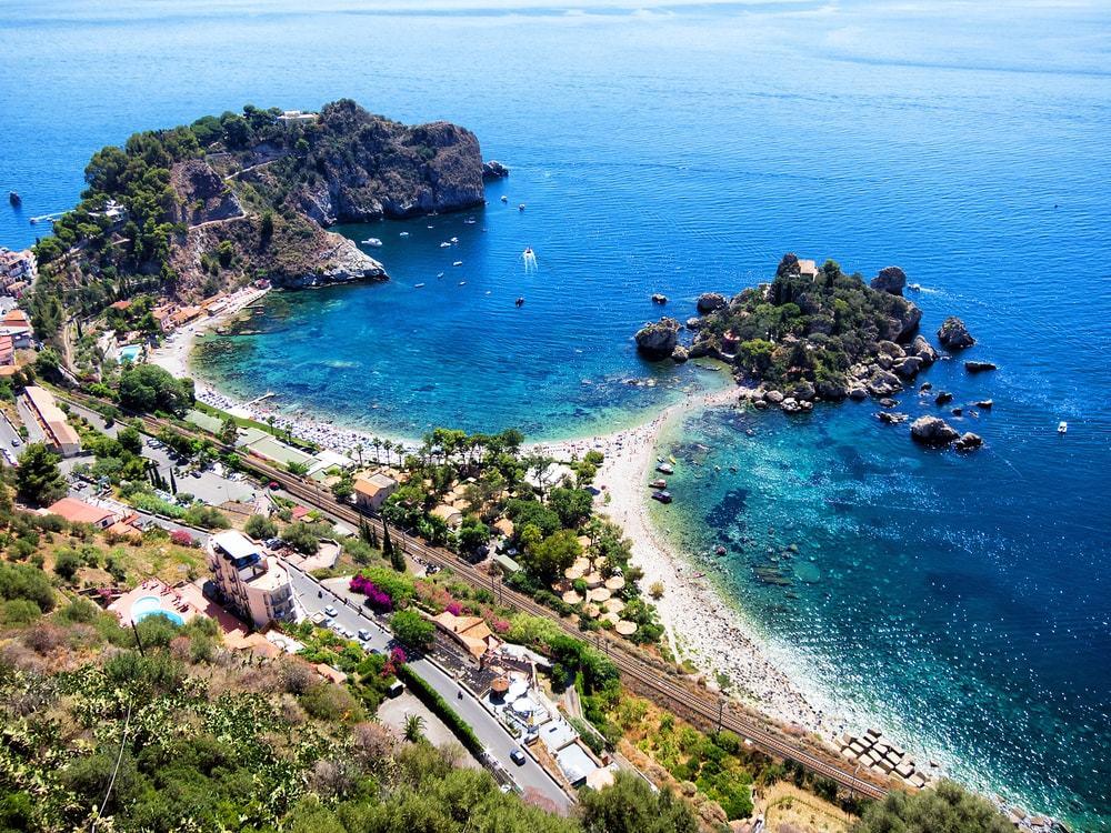 spiaggia taormina spiagge più belle d'europa edreams blog di viaggi