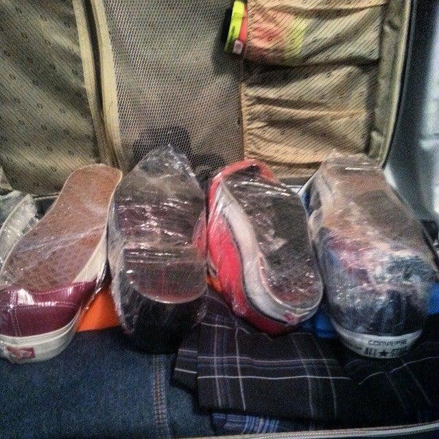 Film plastique sur chaussures valise - blog eDreams