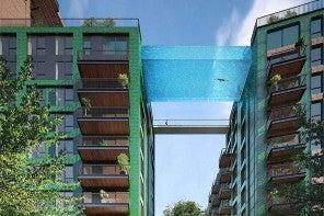La première piscine en verre suspendue entre deux immeubles à Londres