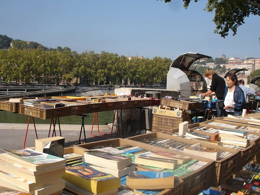 bouquinistes quai de la pêcherie Lyon eDreams