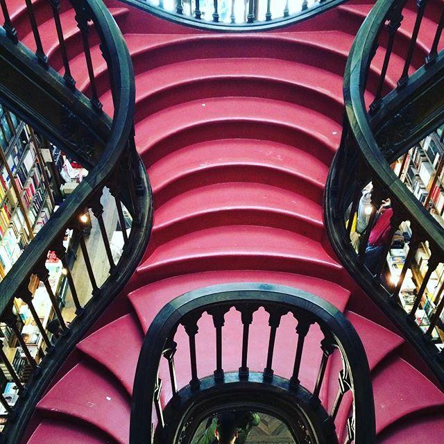 escaliers de librairie lello porto - blog eDreams
