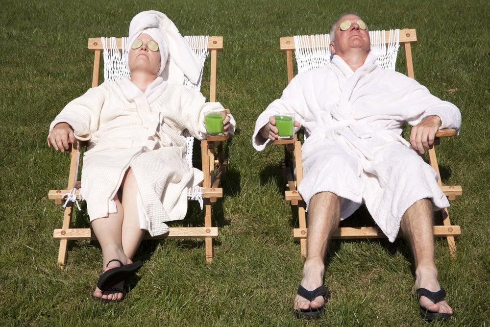 couple qui prend le soleil