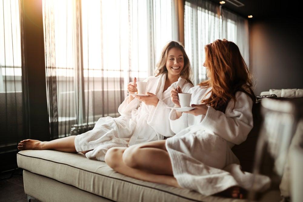 filles dans un hotel