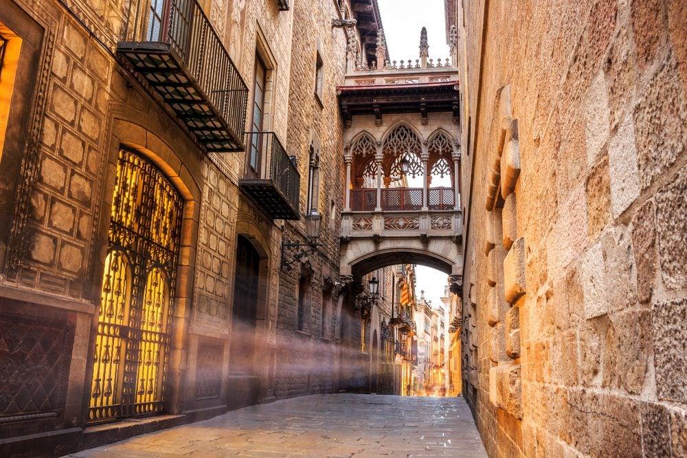 ruelle architecture gothique barcelone
